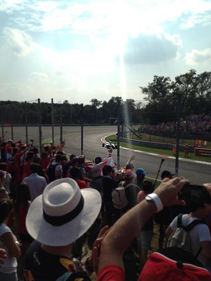 フェラーリの地元でF1観戦